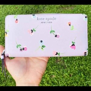 NWT🌸Kate Spade Large Zip-Around Wallet